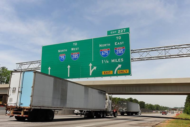 Photo of big green sign on I-75 northbound at Walt Stephens Road bridge (Trucks.com photo/Brian Hadden)