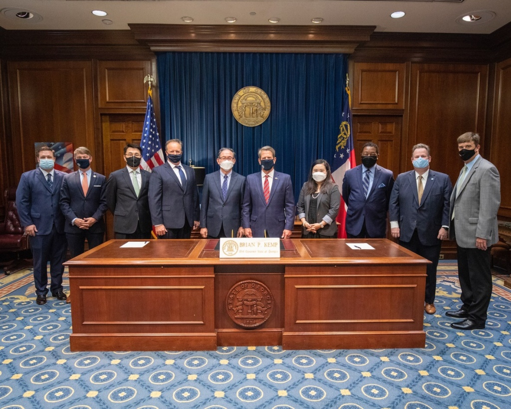 Photo of Zinus USA, Inc. announcement group (Governor's office photo)